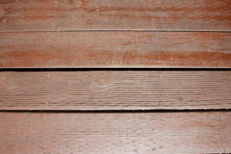 うさぎ用かじり木の選び方「防腐剤や防虫加工されている木材は使わない」