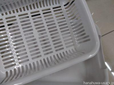 うさぎ用手作りトイレに使用した水切りカゴ